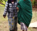 daughter-and-mother-walking-to-the-clinic-after-cataract-surgery-1